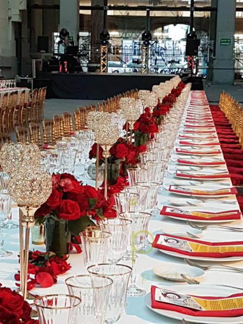 Centro mesa imperial con rosas y claveles