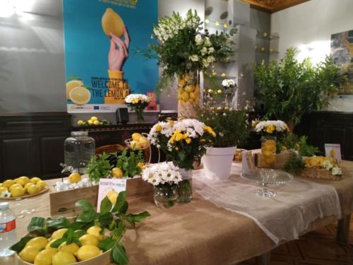 Decoración mesa con flor natural