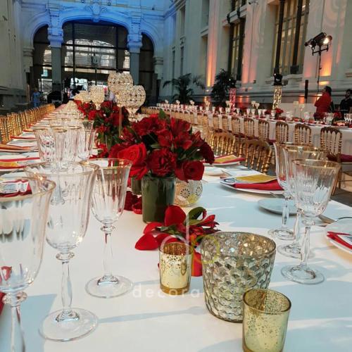 Detalle de centros mesa imperial con rosas y claveles