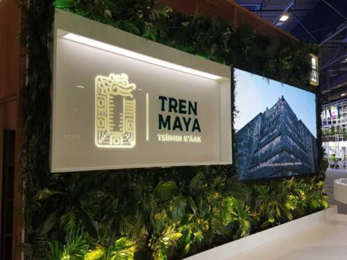 Jardín vertical con planta natural tropical FITUR 2021